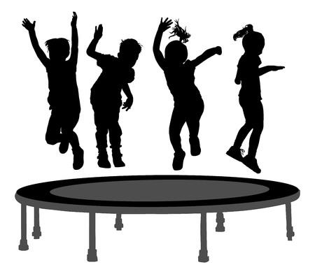 Kinder Silhouetten springen auf Garten-Trampolin Vektor-Illustration. Glückliche Mädchen und Jungen springen auf dem Trampolin. Standard-Bild - 61491446