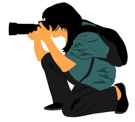 Fotógrafo de paisaje con cámara sin vector de trípode. Paparazzi disparando en la ilustración del evento aislado. Reportero fotográfico dama de turno. Fotografía deportiva. Trabajo de periodista para noticias de última hora.