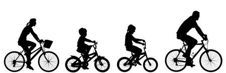 행복한 가족 자전거 함께, 벡터 실루엣. 작은 소년과 소녀는 부모와 자전거를 타고. 엄마와 자전거를 운전 하 고 야외에서 아이들과 함께 아버지.