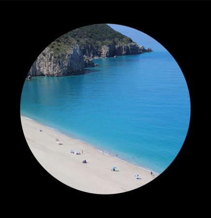 Beautiful paradise beach. Heaven from Greece coastline. Tourists travelers enjoy on long beach with clean water. Mediterranean sea vacation. Milos beach, Lefkada. Фото со стока - 152916897