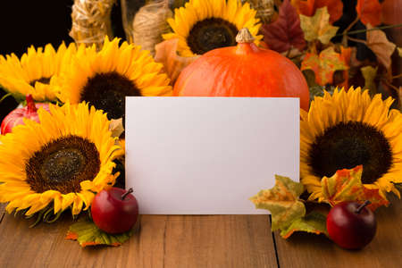 Autumn holiday composition. Sunflowers, dried leaves, pumpkins, apples and rowan berries on rustic wooden background. Autumn, fall, thanksgiving day concept. Stockfoto