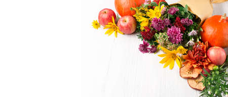 Autumn composition with flowers, leaves, pumpkins on white wooden background. Autumn concept for Thanksgiving day or for other holidays. Copy space. 스톡 콘텐츠