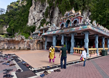 rituales: Batu Caves, Kuala Lumpur, Malasia, 2012 - rituales hind�es Editorial