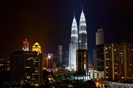 petronas: Las Torres Petronas en la noche, Kuala Lumpur, Malasia