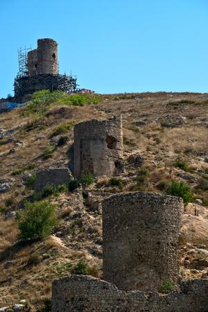 Ruins of Genoese fortress Cembalo in Balaklava harbor, Crimea 版權商用圖片
