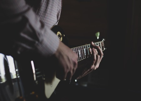a young guy playing blues on an electric guitar. close-up Archivio Fotografico