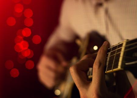 The artist plays the blues on stage. close-up Zdjęcie Seryjne