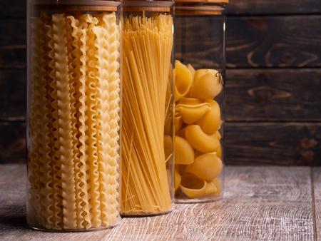 pasta in glass jars. kitchen. close-up Zdjęcie Seryjne