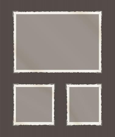 bordure de page: Photographies avec bruts bords d�coloration, des coins transparents, y compris le paysage, carr� et formats portrait sur une page de l'album gris.