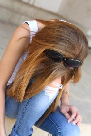 assis par terre: s�ance de femmes sur les escaliers en �tat de d�pression