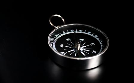compas de dibujo: br�jula a bordo negro