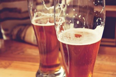 vasos: Vasos medio llenos imagen Cerveza tonos de.