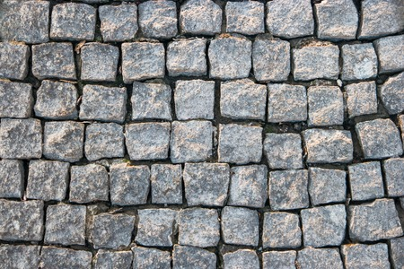 empedrado: Antigua carretera pavimentada con cubos de piedra de granito, la copia del fondo del espacio