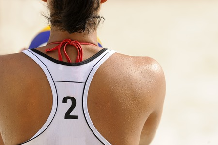 pelota de voley: Volleyball player is a female athlete volley ball player getting ready to serve the ball.