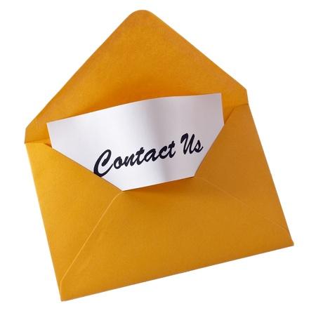 contact info: Busta gialla - contatto che noi messaggio isolated on white