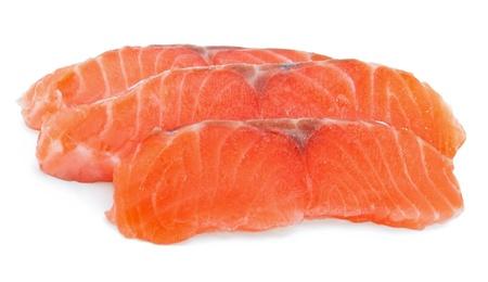 salmon ahumado: Rodajas de salmón en el fondo blanco Foto de archivo