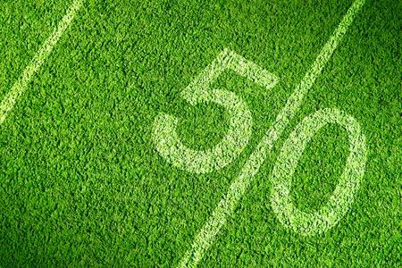 campo di calcio: Campo di calcio americano sull'erba verde