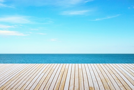 paisajes: Hermoso cielo con piso de madera