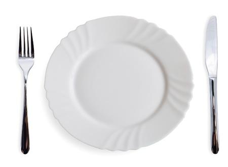 talher: Placas de jantar branca e talheres sobre fundo branco Banco de Imagens