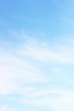 fondos azules: Nube blanca de Niza en el cielo