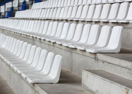 gradas estadio: Asiento del estadio vacío Foto de archivo