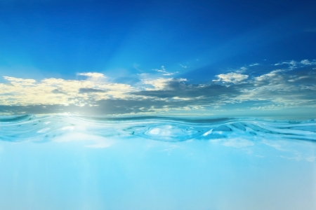 wasserlinie: Sonnenuntergang im Meer mit Wasserlinie
