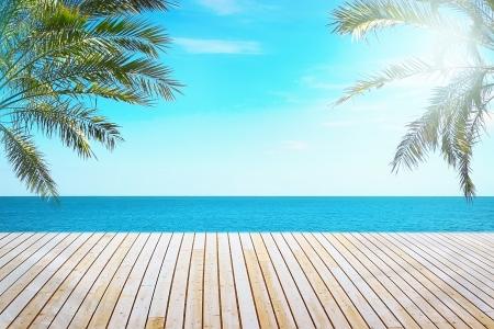 그림자 부두에서 아름 다운 바다를 볼