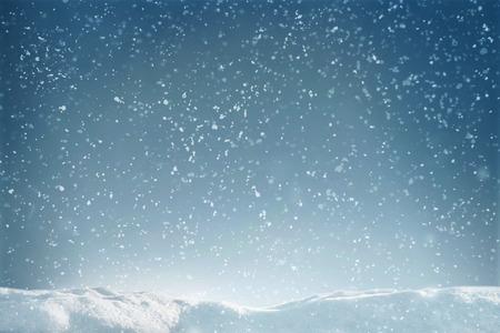 겨울은 눈과 눈 더미 비행