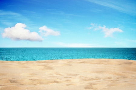 Tropical vista sul mare dalla spiaggia di sabbia