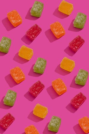 Marmalade mix as pattern on pink background Imagens