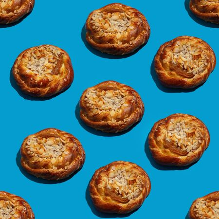 Caramel bun with almond as seamless pattern Imagens
