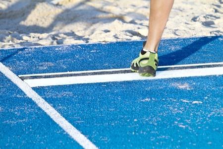 salto largo: Springer salta en una caja de arena