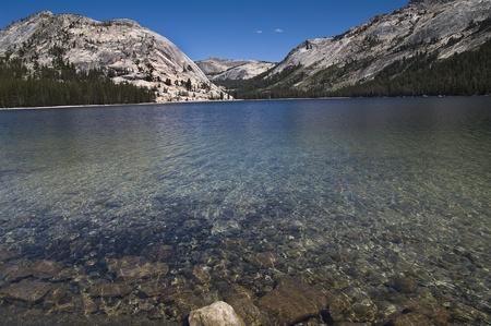 yosemite national park: siesta lake in yosemite national park california