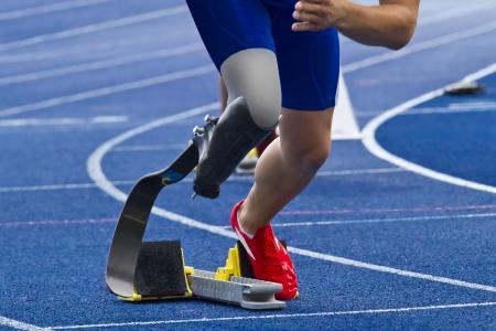 prothese: Sportler mit Handicap startet das Rennen Lizenzfreie Bilder