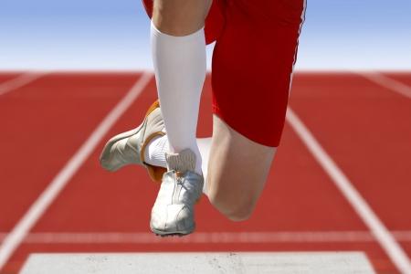 salto de longitud: salto de longitud con arena Foto de archivo