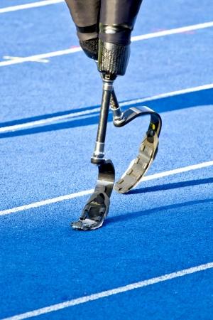 atleta con discapacidad camina al inicio