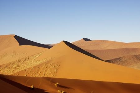 Vagando duna de Sossuvlei en Namibia