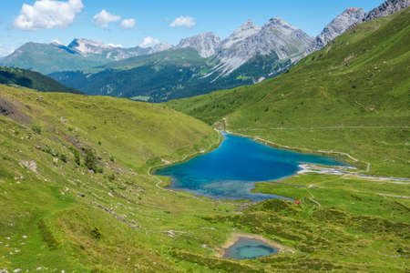 The photo shows the picturesque Schwelli lake in Arosa, Switzerland. Banque d'images