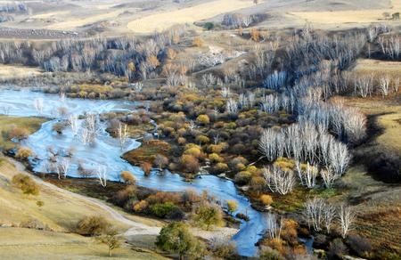 Vista del paisaje de una pradera en Mongolia Interior durante el otoño