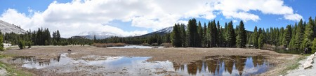 Wide angle picture of Tuolumne Meadows on sunny day