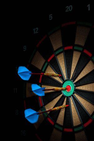 darts vast in een elektronisch dartbord Stockfoto