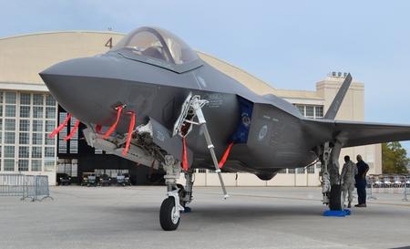 空軍 F-22 ラプター戦闘機 ロイ...