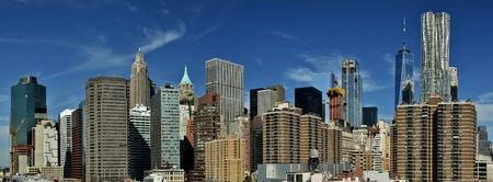 フリーダムタワー、ウォールストリート、ニューヨークハーバーからマンハッタンのダウンタウンのスカイライン。