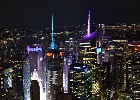 夜のタイムズスクエアのスカイライン 報道画像