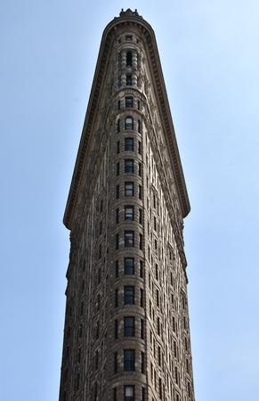 マンハッタンのダウンタウンにある象徴的なフラットアイアンビルの正面。
