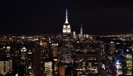 夜のマンハッタンのスカイライン