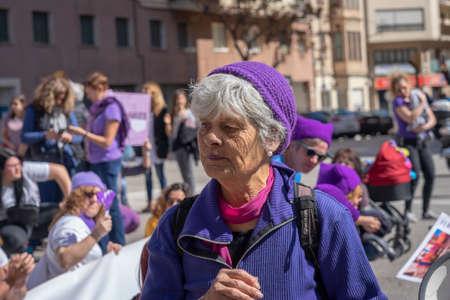 Palma de Mallorca, Spain - March 08, 2020: International Women's Day. Old woman portrait in the spanish feminist protest. 新聞圖片