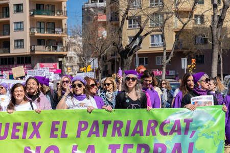 Palma de Mallorca, Spain - March 08, 2020: International Women's Day.  Moviment Feminista de Mallorca, student's group in a feminist protest. 新聞圖片
