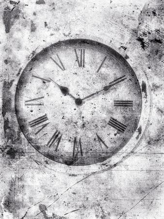 numeros romanos: Resistido viejo reloj en blanco y negro con números romanos con textura con arañazos y manchas para una mirada sucia. Foto de archivo