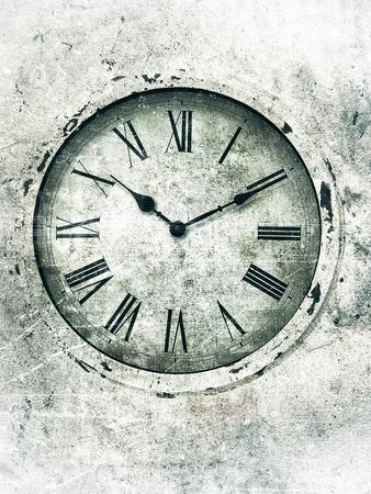 numeros romanos: Reloj envejecido con los números romanos con textura en tonos verdes mediterráneo con bordes brillantes.